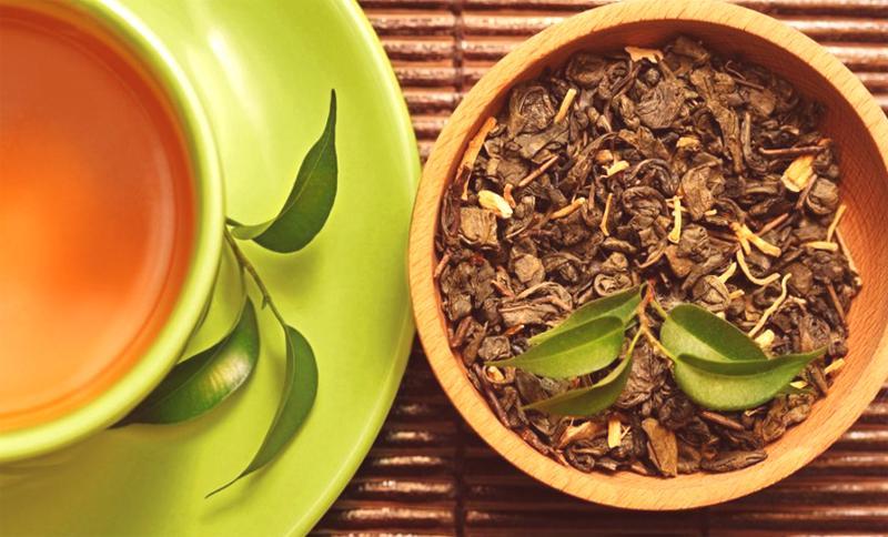 Hojas de té verde y negro