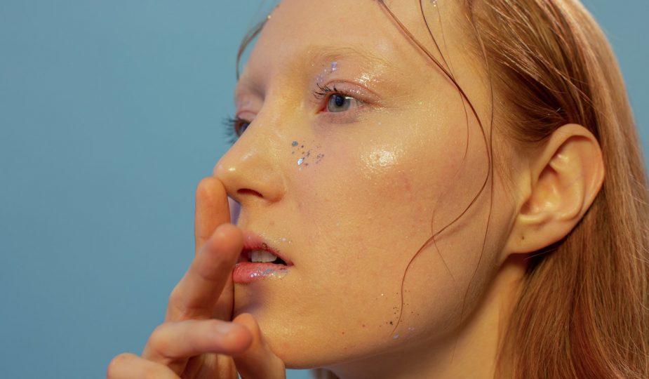Mujer maquillada 2021