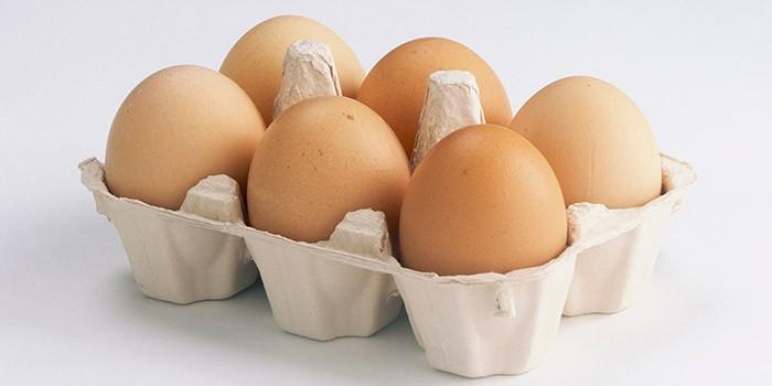 Cartón con 6 huevos
